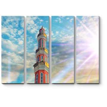 Красная мечеть в лучах солнца