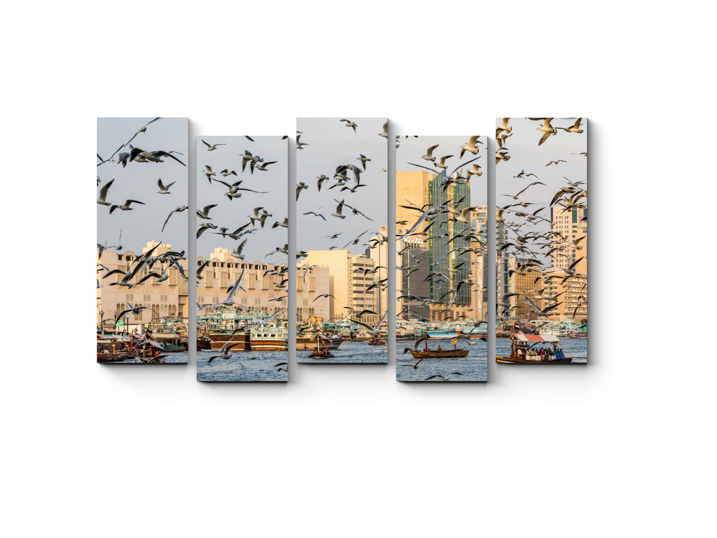 Модульная картина Чайки на над бухтой Дубая (90x52) фото