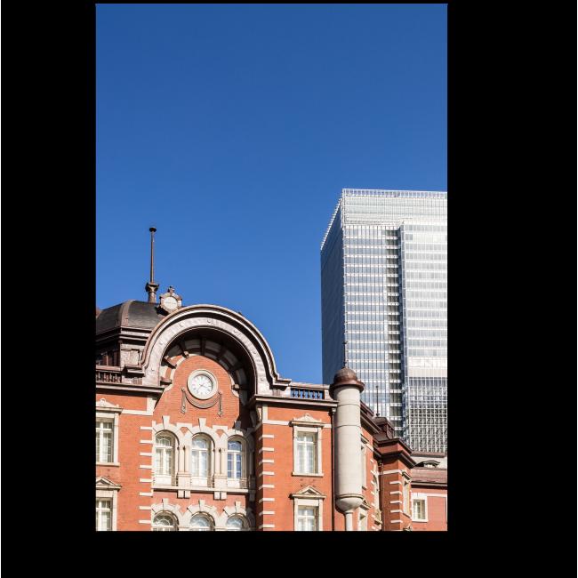Модульная картина Железнодорожный вокзал и современное офисное здание в Токио