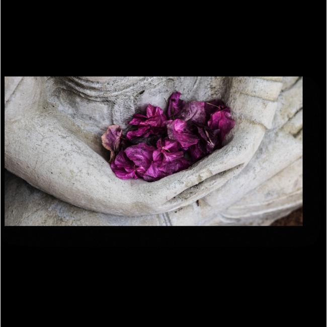 Модульная картина Лепестки в каменных руках
