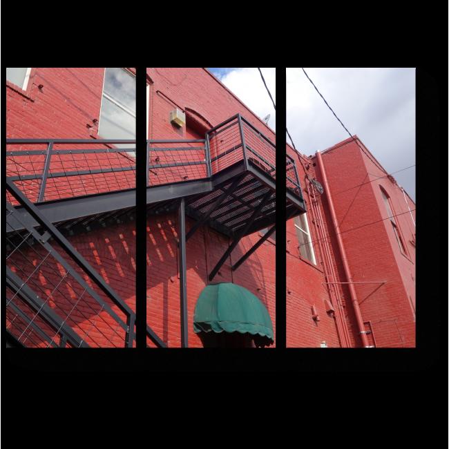 Модульная картина Пожарная лестница на старом кирпичном здании
