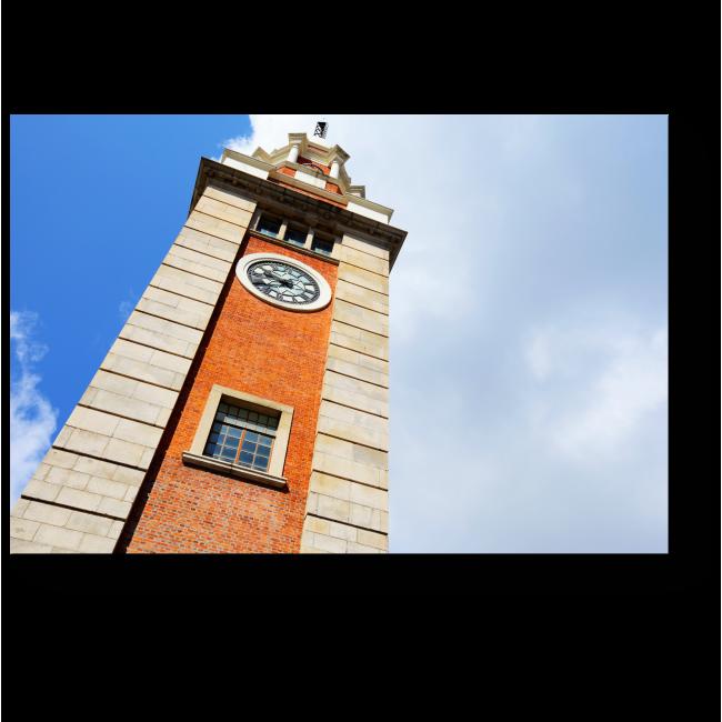 Модульная картина Башня на фоне неба