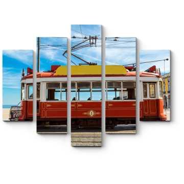 Старинный трамвай в центре Лиссабона