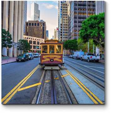 Старинный трамвай в пути