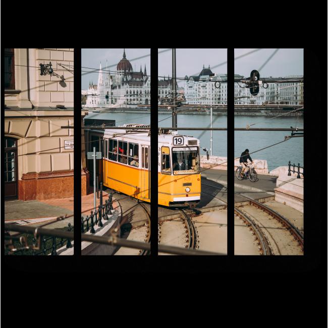 Модульная картина Трамвай по одной из улиц Будапешта