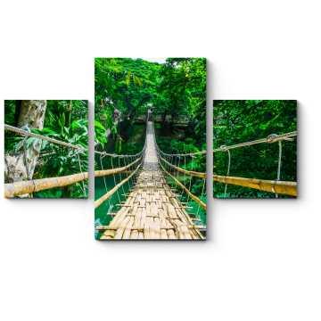 Бамбуковый пешеходный подвесной мост через реку в тропическом лесу