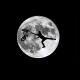 Силуэт байкера на фоне луны