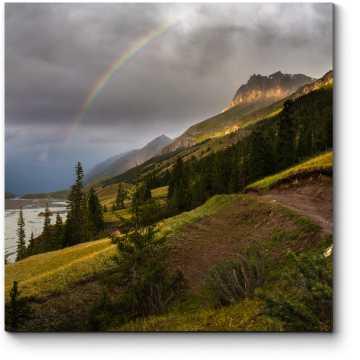 Горы в сиянии радуги