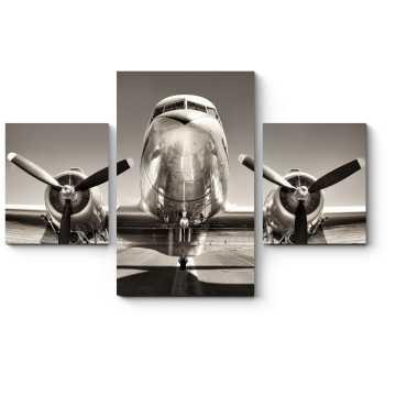 Старинный самолета на взлетно-посадочной полосе