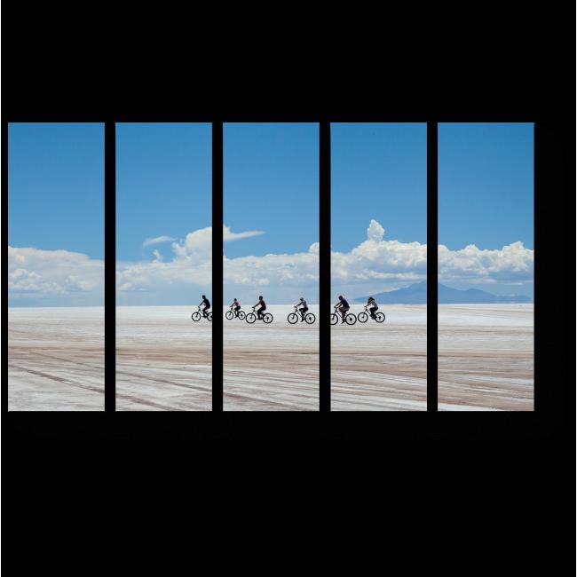 Модульная картина Велосипедисты на небесном фоне