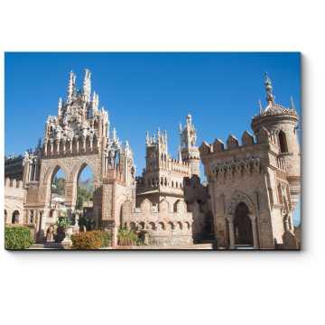Замок Коломарес в Испании