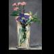 Гвоздика и клементис в хрустальной вазе