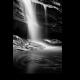 Черно-белый водопад