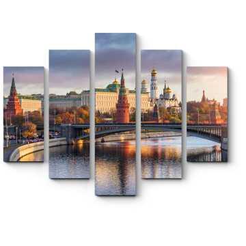 Лучи утреннего солнца над Кремлем, Москва