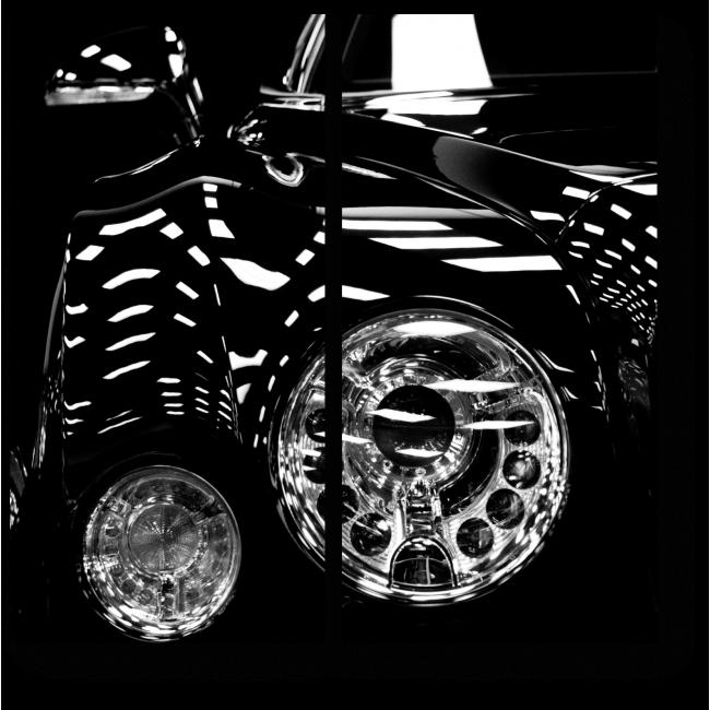 Модульная картина Винтажный Бентли в темноте