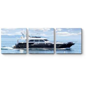 Роскошная яхта бороздит просторы океана