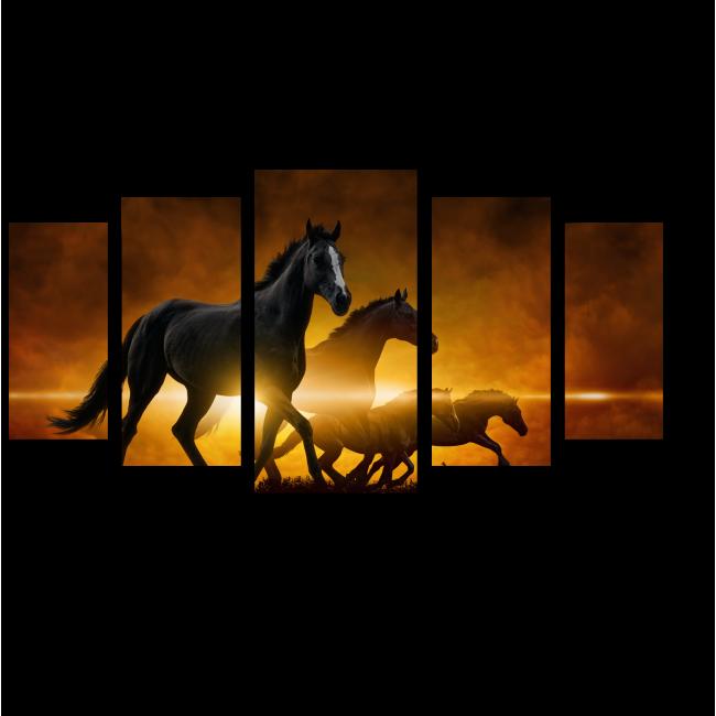 Модульная картина Бегущие лошади на фоне закатных облаков