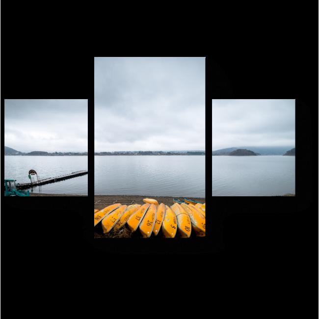 Модульная картина Желтые лодки отдыхают на берегу