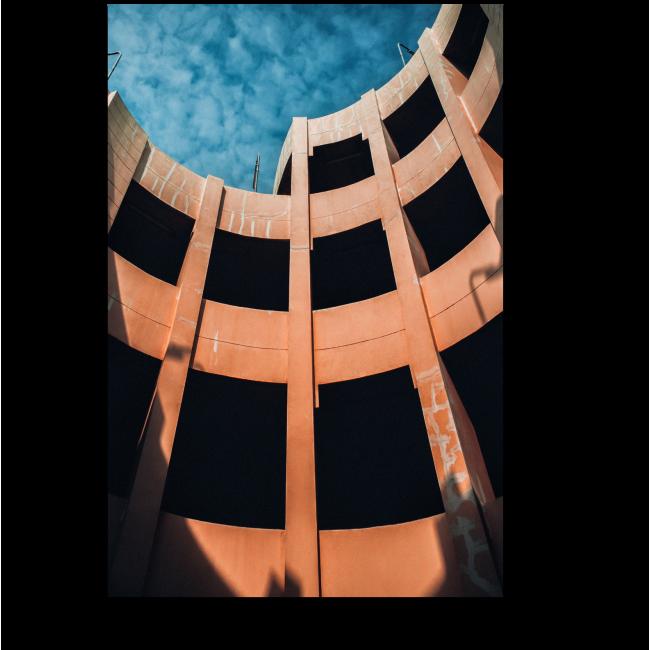 Модульная картина Заброшенное здание старой автостоянки